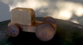 «Το παλιό γλυπτό από ξύλο αυτοκινητάκι» • Γιάννης Φιλιππίδης
